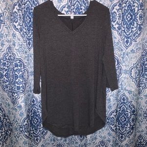 Cute and casual top w/ quarter length sleeves